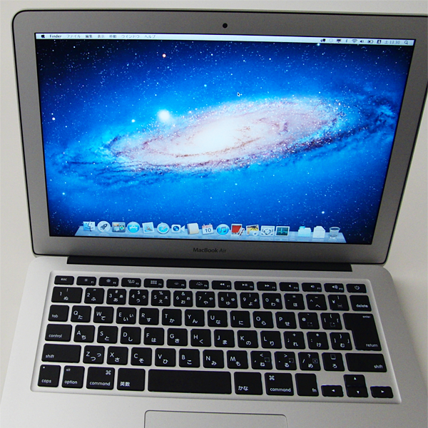 『MacBook Air(MC965J/A)』のデスクトップ画面(Mac OS X Lion)